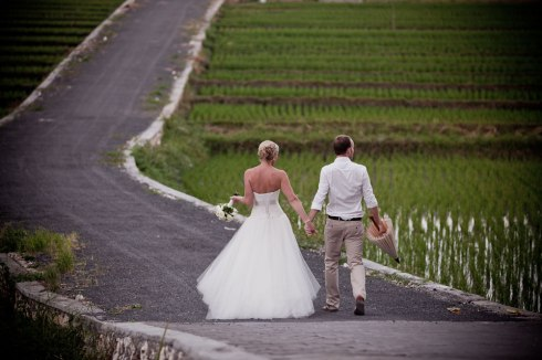 Bali wedding - bride and groom in rice paddy fields